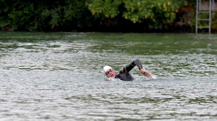 Im Ziel nach 105 Kilometer und vier Tagen: Romano Mombelli schwamm durch drei Juraseen