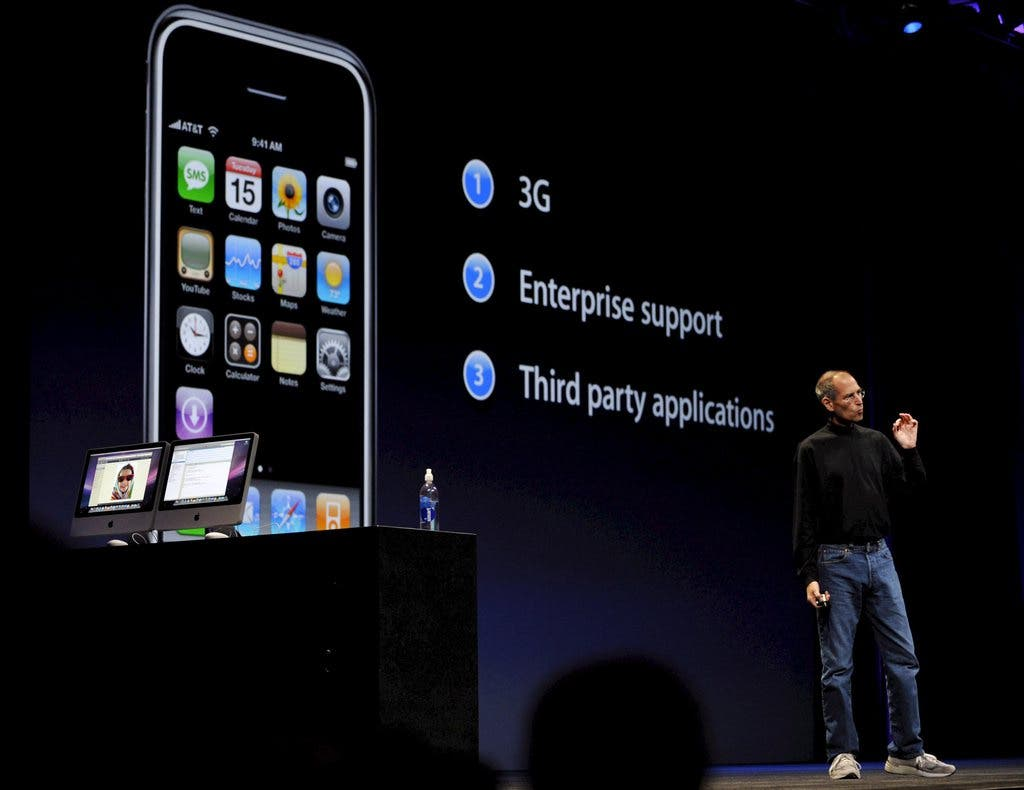 Nach dem iPhone 1 folgt das iPhone 3G. Am 11. Juli 2008 wurde der Nachfolger angekündigt – die technischen Unterschiede waren jedoch kaum nennbar. Auch der spätere Nachfolger, das 3GS war nur bei wenigem, etwa einer 3 Megapixel-Kamera oder einer Variante mit bis zu 32GB Speicher, besser ausgestattet.
