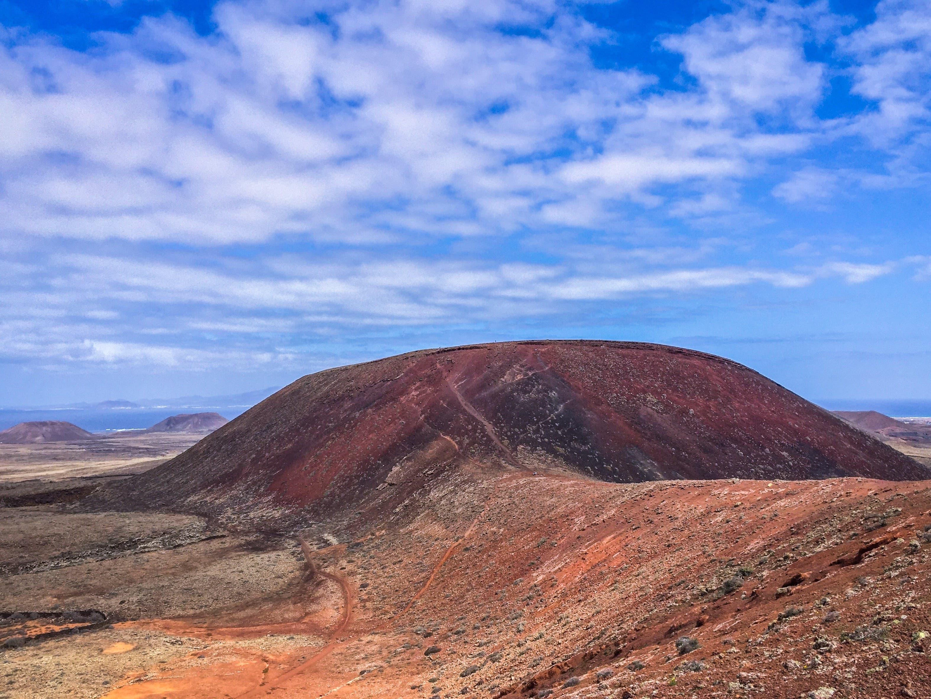Die letzten vulkanischen Aktivitäten erloschen auf Fuerteventura vor rund 5'000 Jahren. Übrig blieben wunderschöne Hügellandschaften.