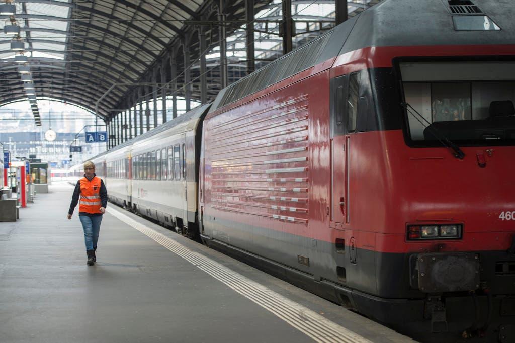 Nach der Entgleisung stehen die Züge noch immer still.
