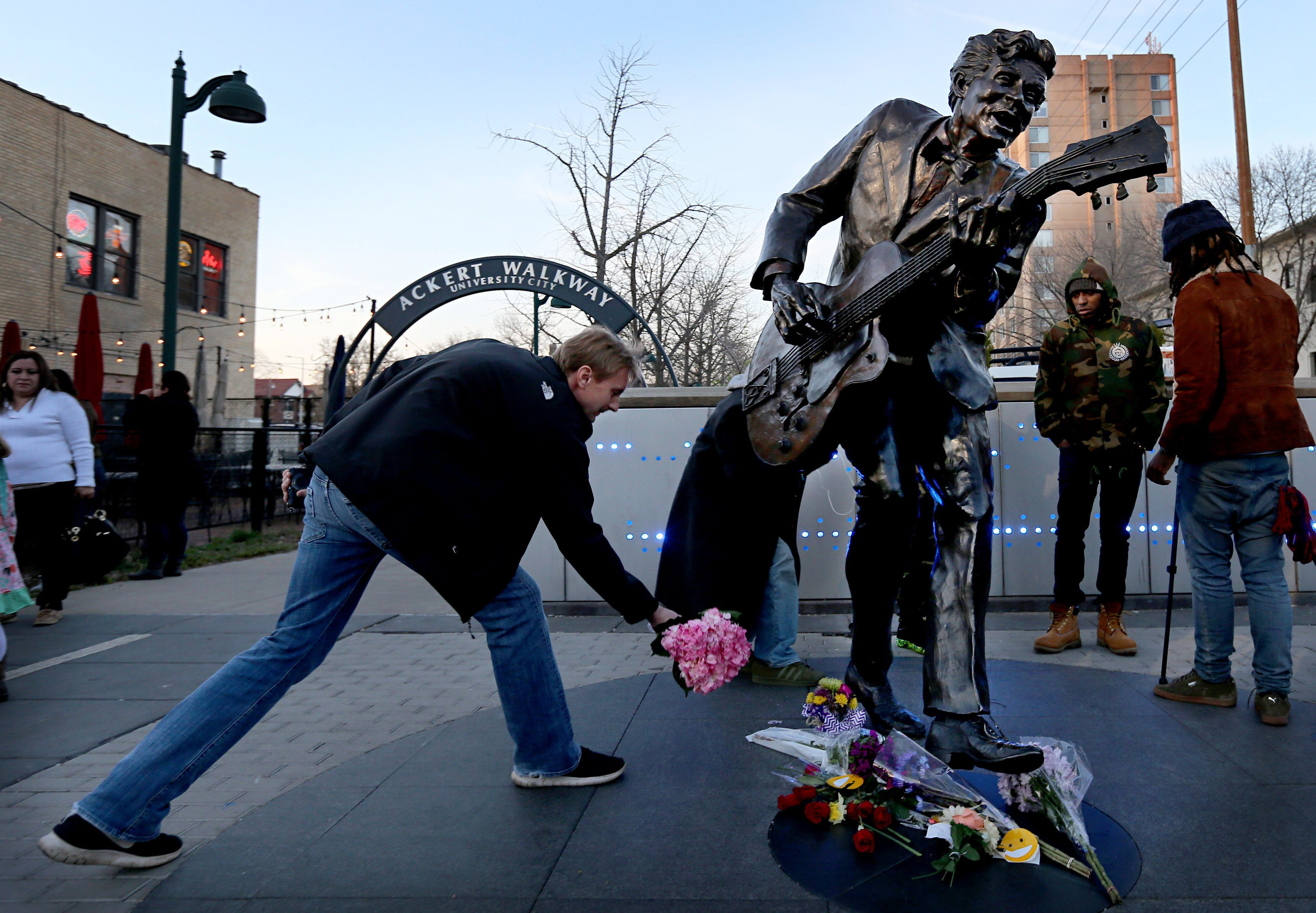Rock 'n' Roll-Legende Chuck Berry ist 90-jährig gestorben.