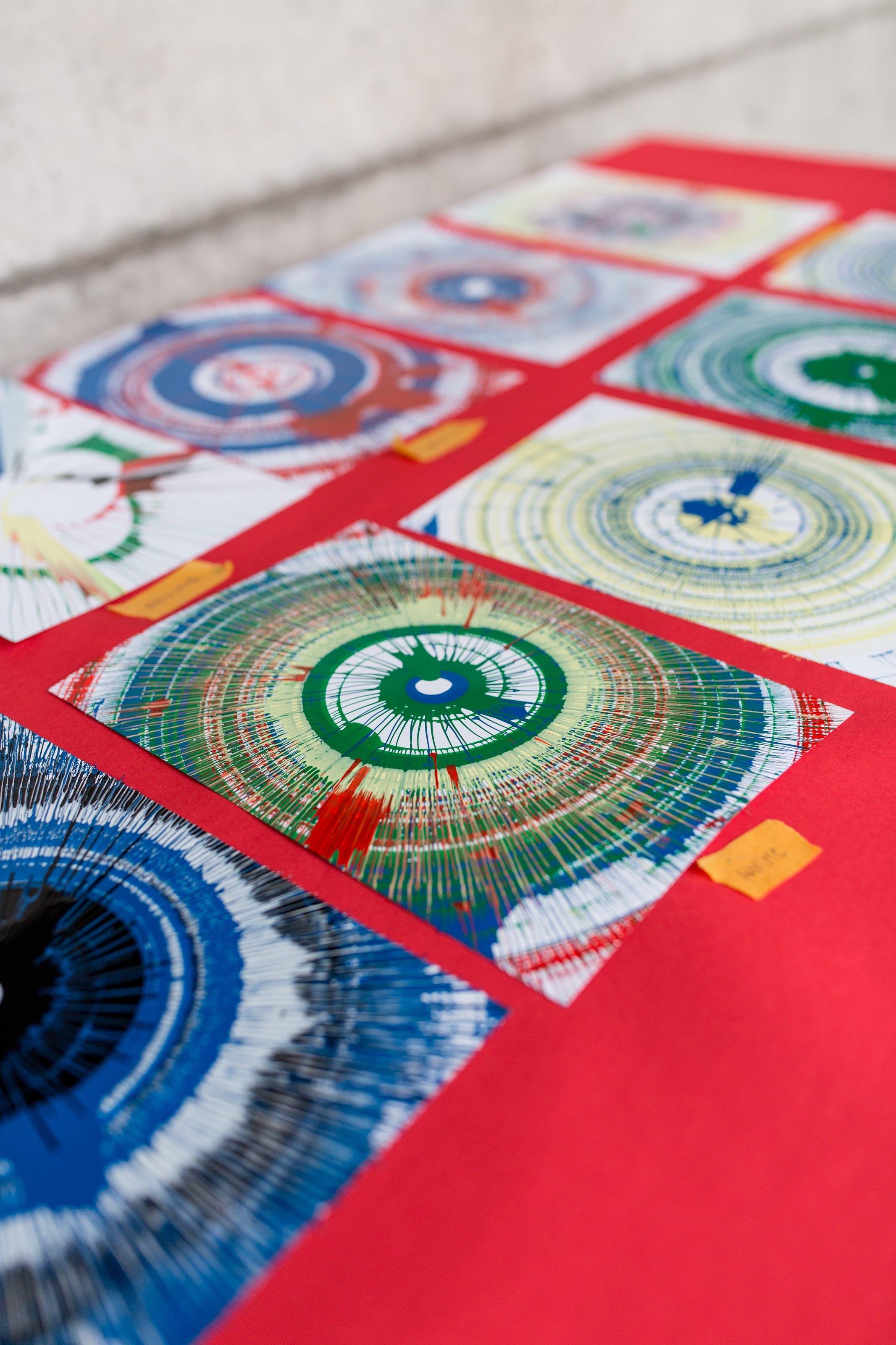 Für die jungen Besucher bietet die Gewerbeausstellung viele Möglichkeiten, beispielsweise ein Spiel mit Farben.