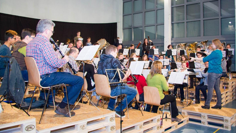 Für Dirigentin Karin Wäfler ist die Abschlussprüfung ein Meisterstück