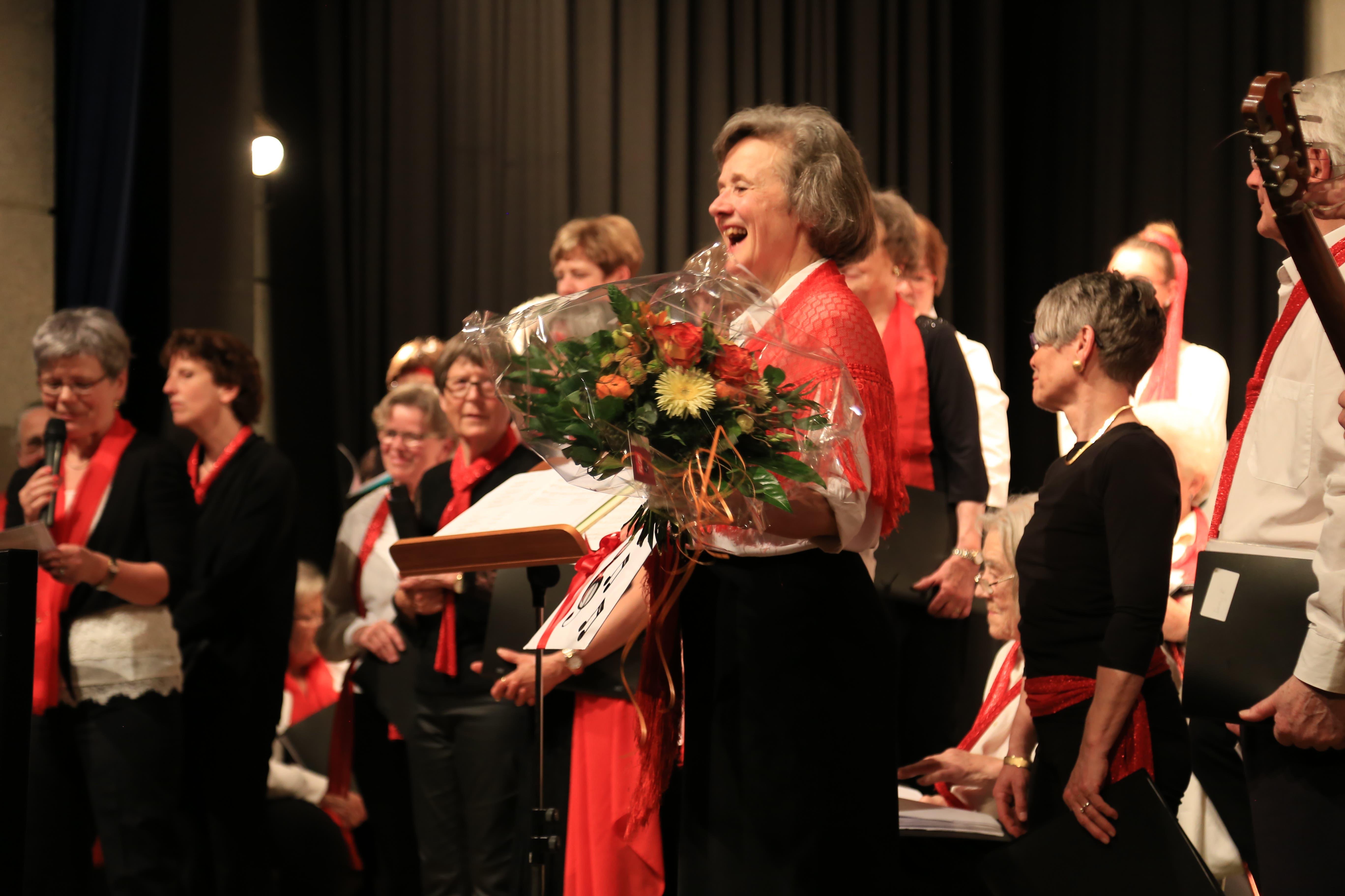 Musizierlust und Freude In der Chorleiterin Christine Neuhaus, aber auch in jedem Einzelnen singt ein grossartiges Erlebnis noch lang nach, «Heute hier – morgen dort»!