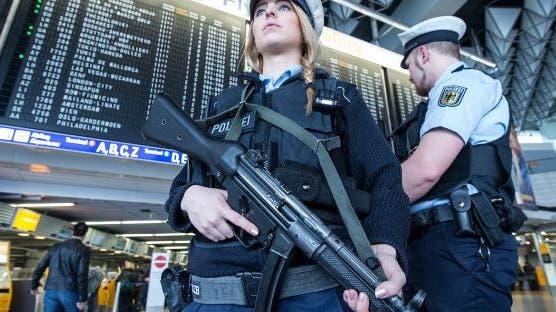 Passagier entzieht sich der Kontrolle: Polizei räumt Terminal im Frankfurter Flughafen