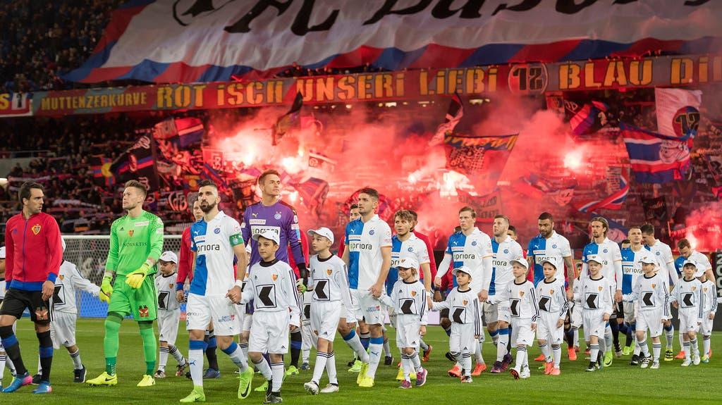 Die FCB-Fans machten beim Einlaufen der Teams gut Stimmung.
