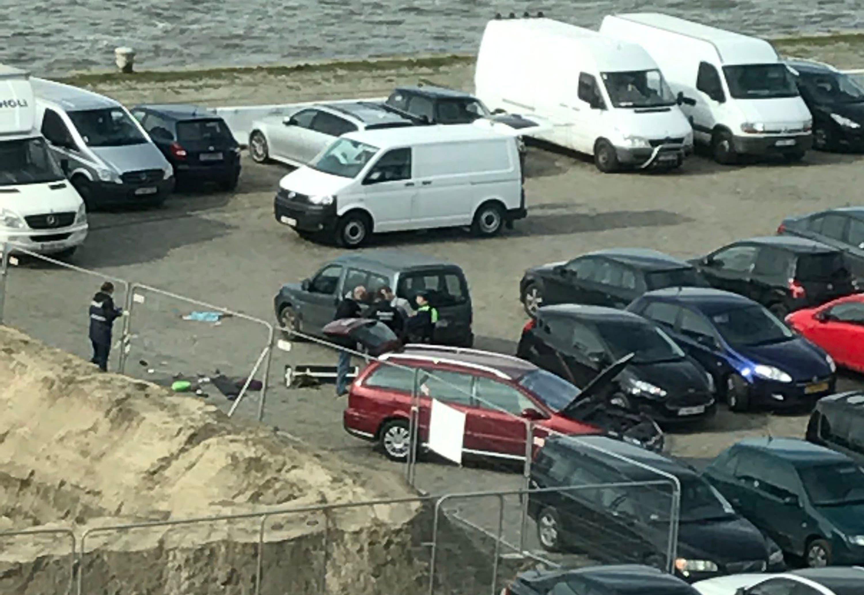 Beim festgenommenen Fahrer handelt es sich nach den ersten Ermittlungen um einen 39 Jahre alten Franzosen mit nordafrikanischen Wurzeln. Ob er gezielt Menschen totfahren wollte, blieb zunächst unklar.