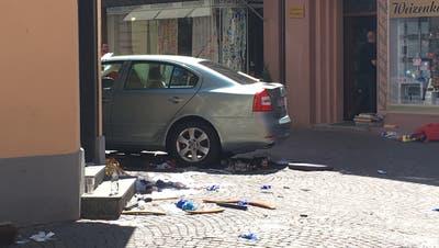 84-jähriger Rentner rast in Menschenmenge vor Strassencafé – zwei Tote