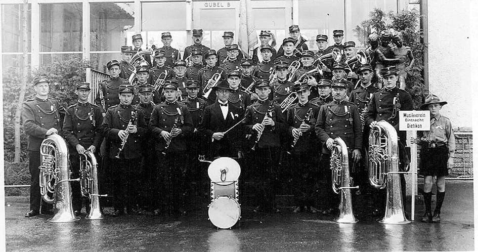 Die Uniformen im Laufe der Zeit: 1913-1948