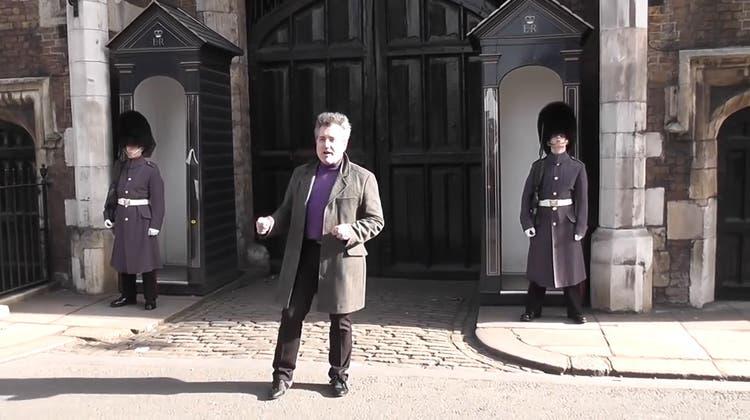 Warum es keine gute Idee ist, vor den königlichen Wachen zu tanzen – auch nicht nur ein wenig