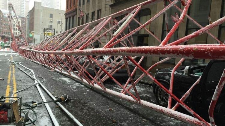 Baukran in Manhattan umgestürzt: Ein Toter und mehrere Verletzte