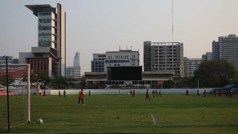 Gleich daneben, ebenfalls mitten im Stadtzentrum, hat es auch noch einen richtigen Fussballplatz. Das Feld wäre für meine momentane körperliche Verfassung aber wohl zu gross gewesen.