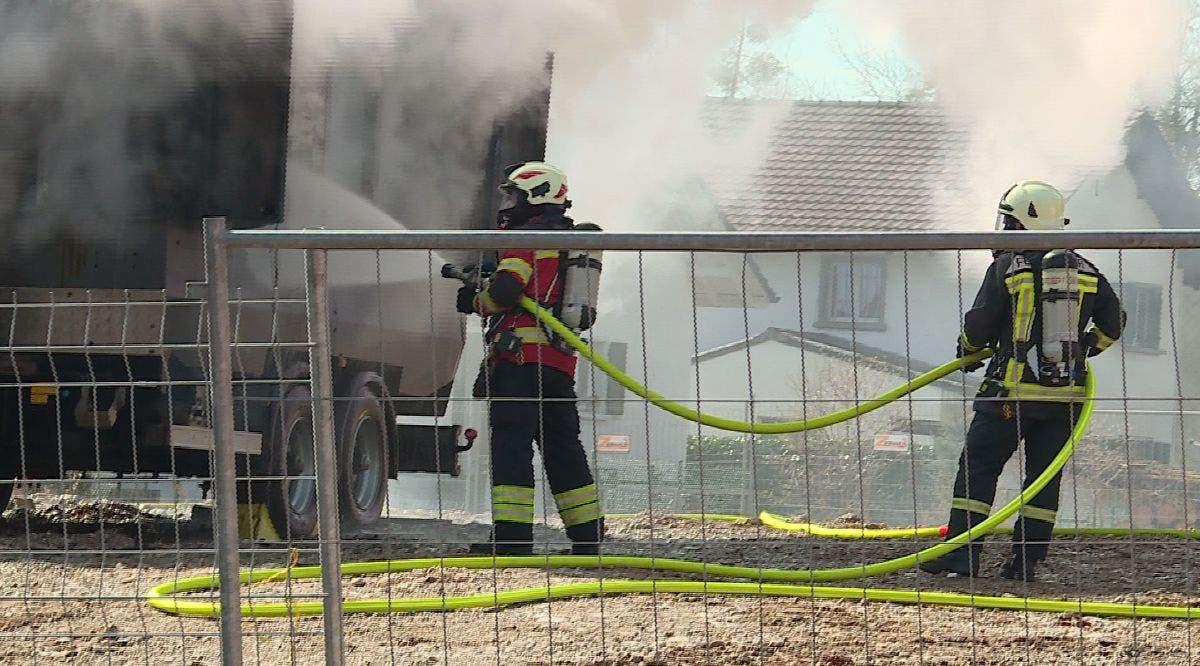 Die Regionalfeuerwehr Untergäu löschte den Brand schliesslich.