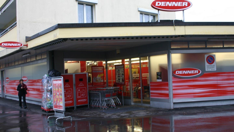 Raubüberfall auf Denner-Filiale: Unbekannter bedroht Angestellte mit Stichwaffe