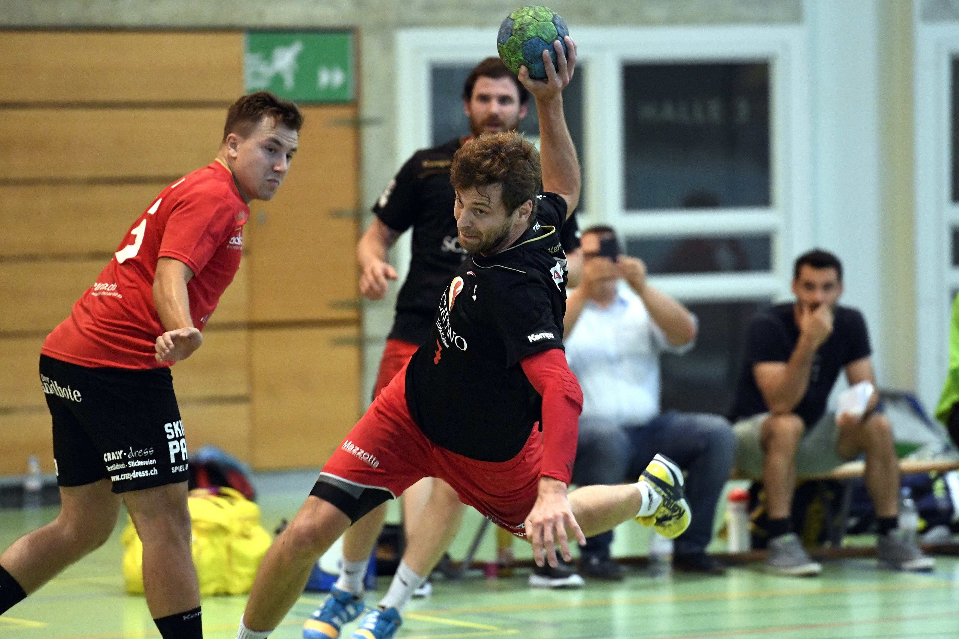 Christoph Schraner und Wohlen Handball besiegen die SG Yellow/Pfadi Espoirs aus der NLB.
