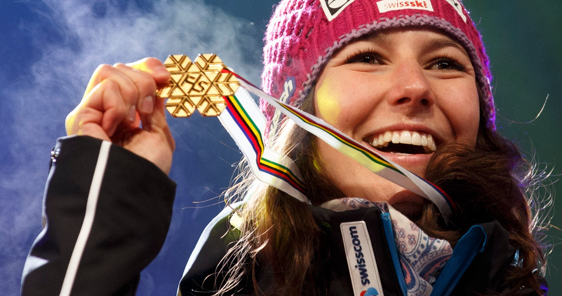 Wendy Holdener: Gold in der Kombination Irgendwann gehört er ihr, der Platz ganz zuoberst auf dem Podest. Nicht nur in der Kombination. Auch im Slalom. Irgendwann wird Wendy Holdener (23) den US-Überflieger Mikaela Shiffrin besiegen. Wir leiden mit. Und freuen uns bis dahin an Kombi-Siegen und zweiten Rängen. Sie kann für das Schweizer Highlight am letzten WM-Wochenende sorgen.