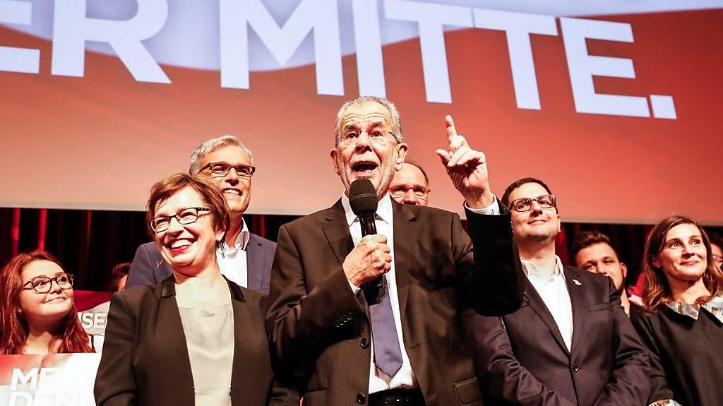 Alexander Van der Bellen setzt sich gegen Norbert Hofer durch und ist neuer österreichischer Bundespräsident.