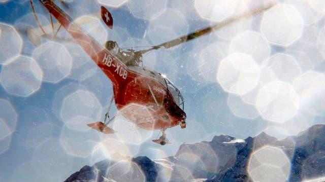 Air-Glaciers-Helikopter touchiert Felswand und stürzt in Schlucht