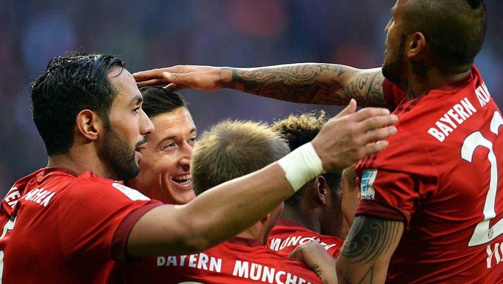 So feiern die Bayern in der Kabine ihren Meistertitel