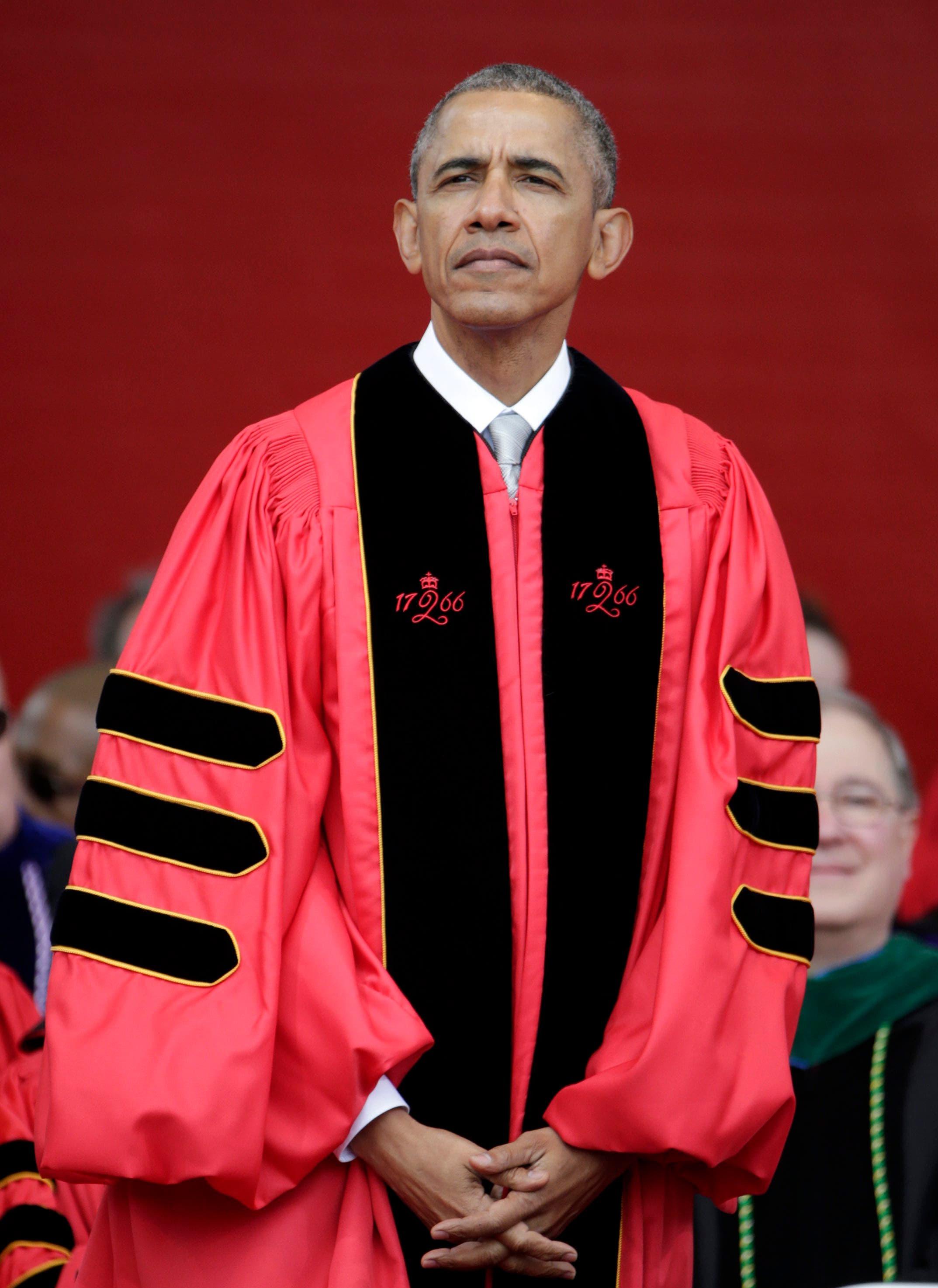 Obama mit ernster Miene – gleich wird er zum Ehrendoktor an der Rutgers University ernannt. (15. Mai 2016)