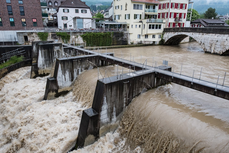 Die Birs bei der Nepomukbrücke in Dornach.