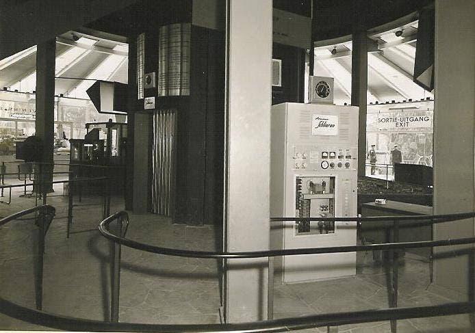 Schlieren Welterfolg Der Schlieren Aufzug im weltbekannten Atomium im Jahre 1958. Er war der schnellste Personenaufzug der Welt. Bild: Archiv SWS