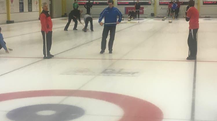 Am Montagabend fand die 12. Runde der Kantonal Zürcher Curling Superliga in Dübendorf statt