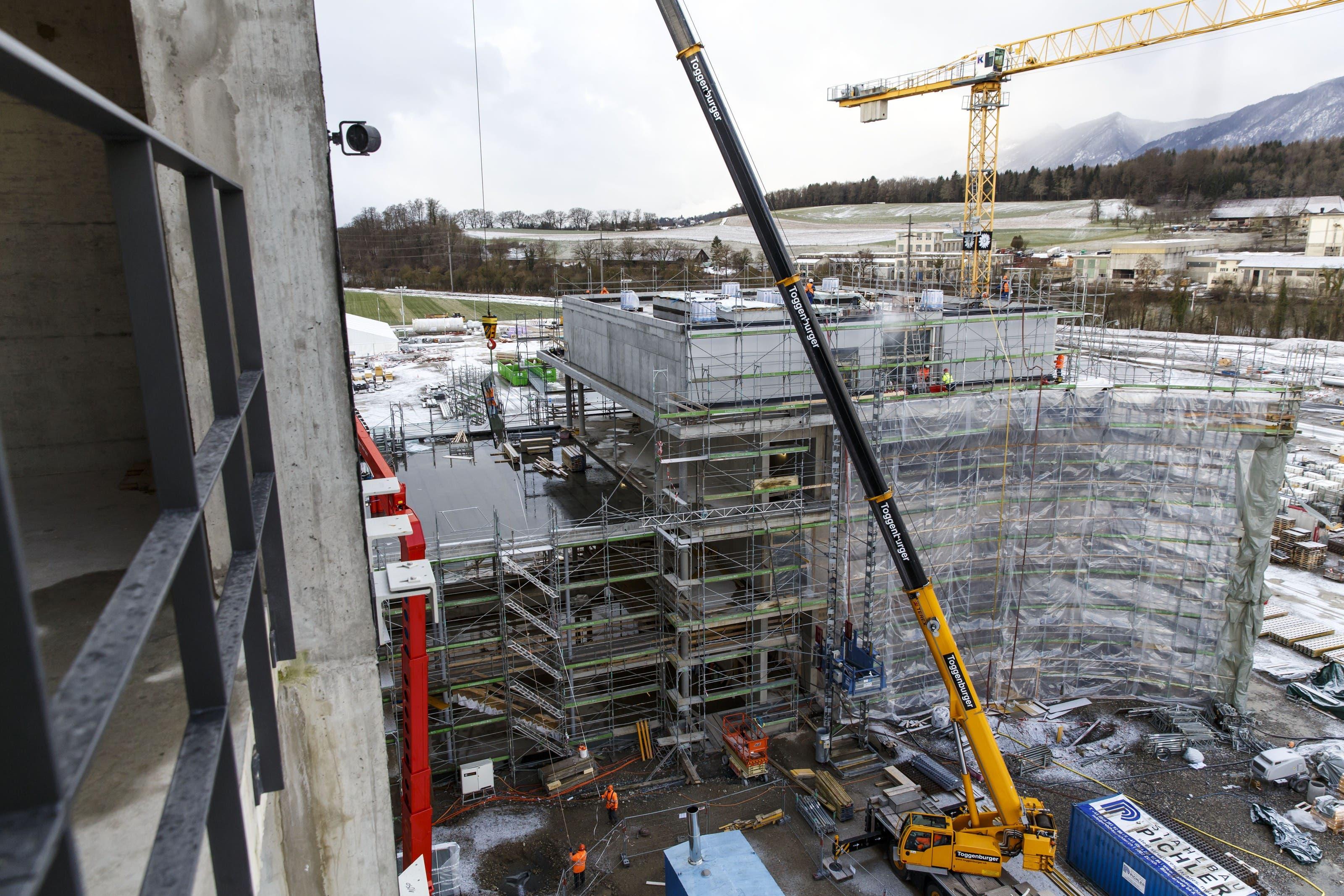 Augenschein ein Jahr nach dem Spatenstich zur Biogen-Fabrik in Luterbach