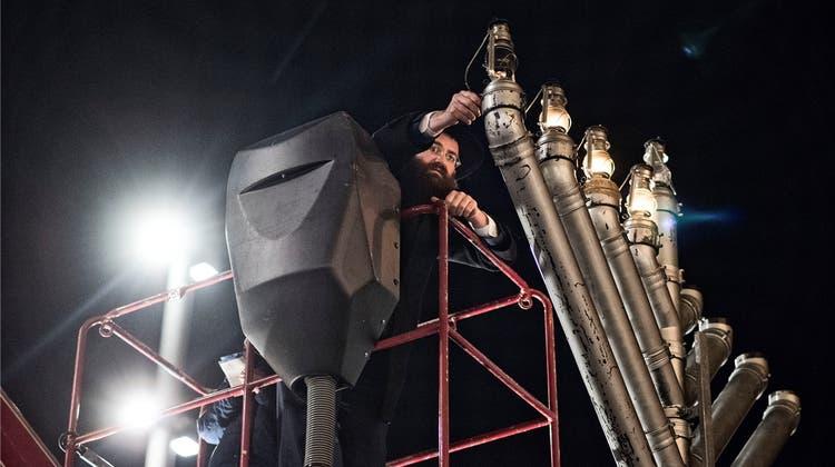 Basels Juden feiern Chanukka auf dem Marktpatz
