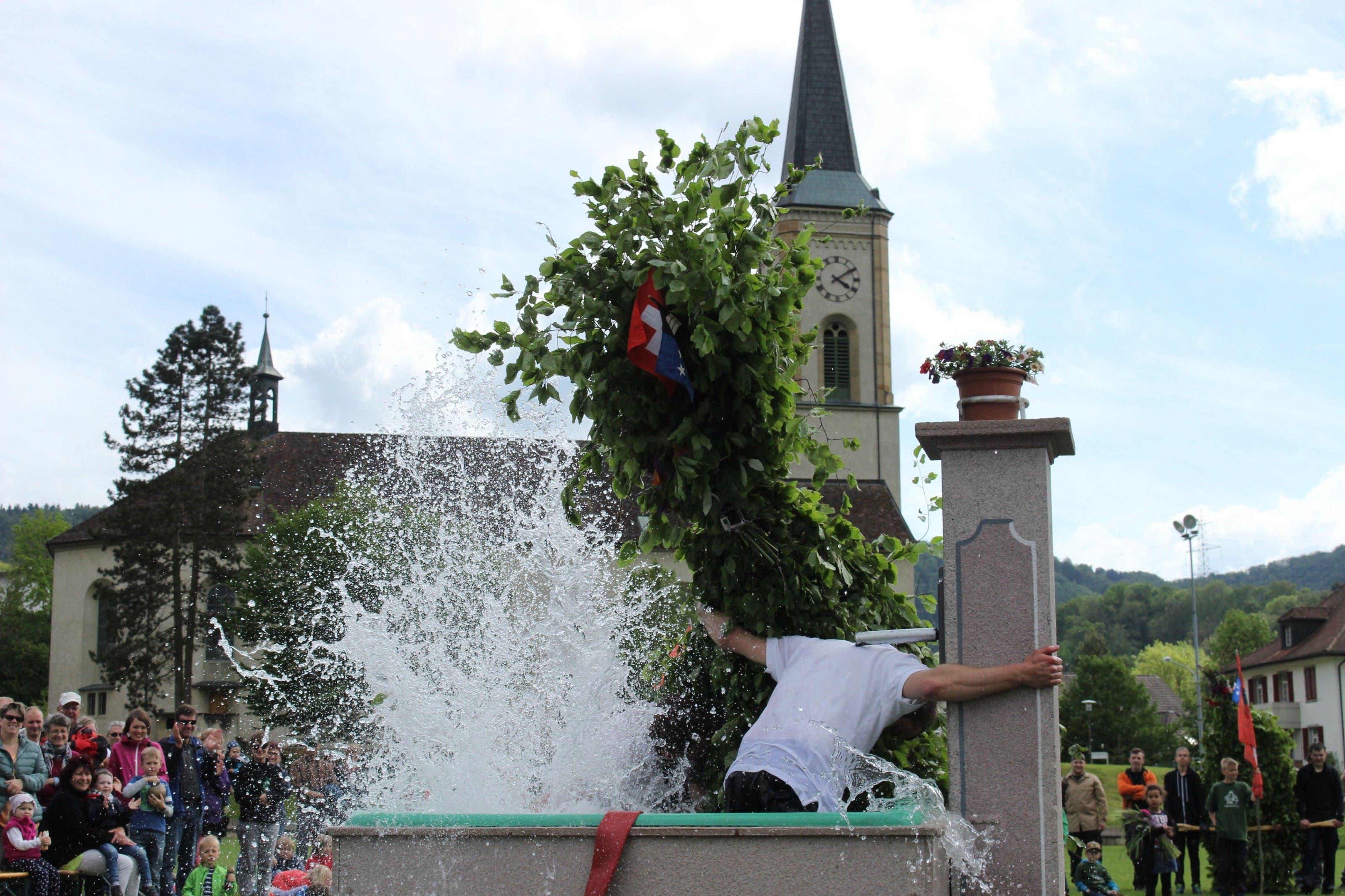 Grosses Finale am Brunnen auf dem Turnhalleplatz