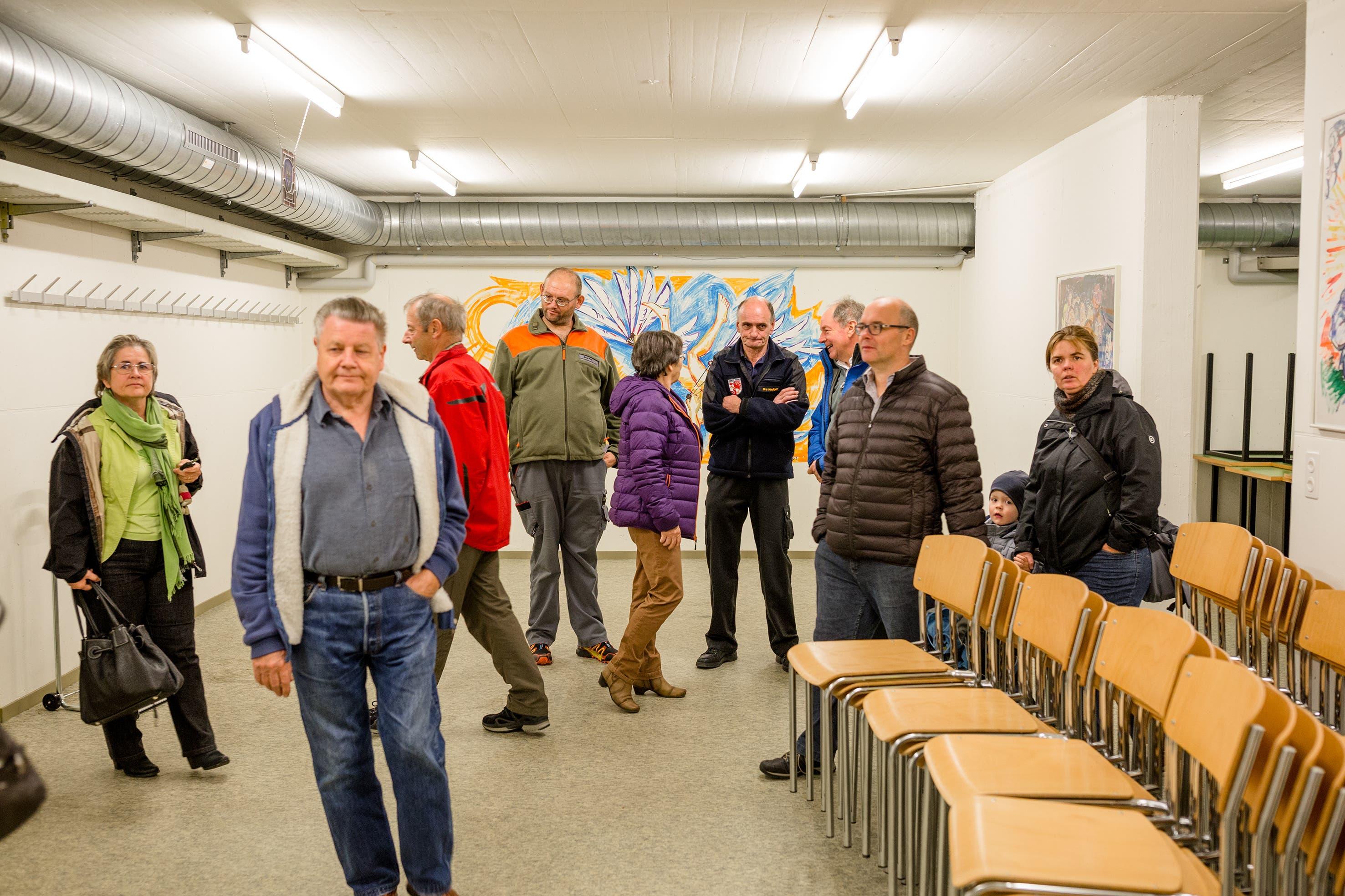 Nach der Orientierungsveranstaltung lud der Gemeinderat zu einem Rundgang in die Zivilschutzanlage ein.