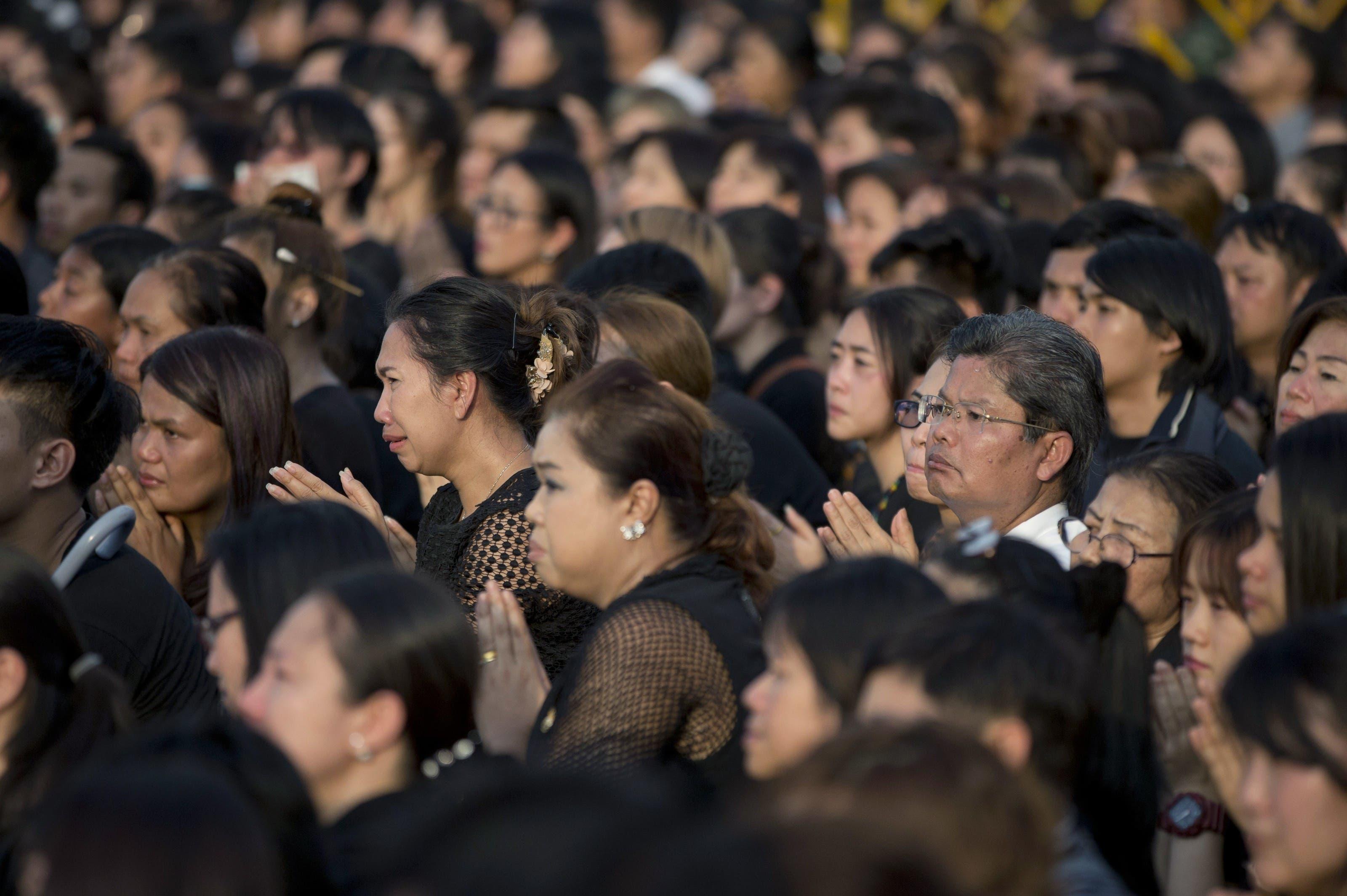 Tausende strömten herbei, um dem verstorbenen König die letzte Ehre zu erweisen.