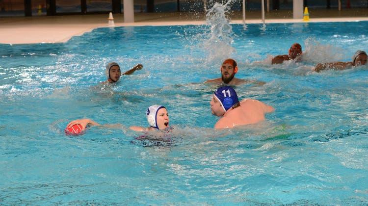 Martina Mader als einzige Frau im Team: «Wasserball ist eine Kampfsportart»