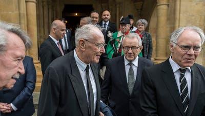 Familie und Politiker erweisen alt Bundesrat Aubert letzte Ehre