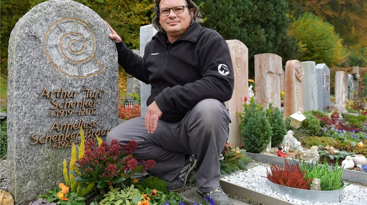 Bildhauermeister rät zur Schlichtheit: «Es muss keine Chilbi sein auf dem Friedhof»