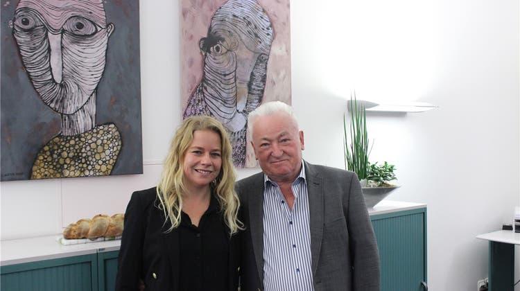 Grossvater und Enkelin stellen ihre Werke gemeinsam aus