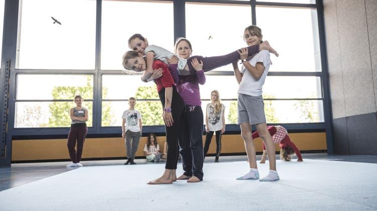 Theaterzirkus bringt Kinderaugen zum Leuchten