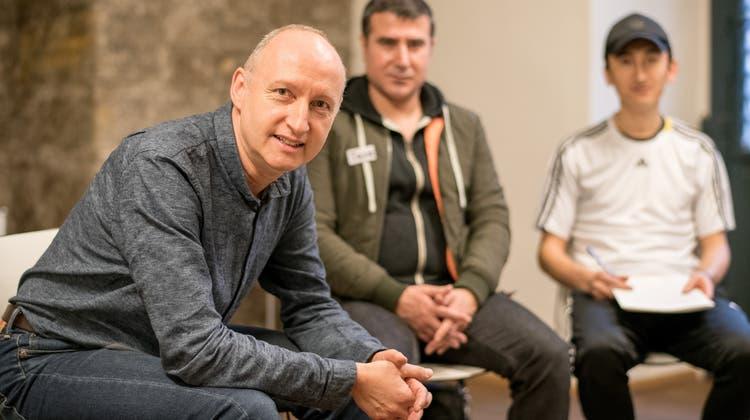Deutschunterricht auf Rädern: Im Sprachmobil sollen Freiwillige Flüchtlingen Deutsch beibringen
