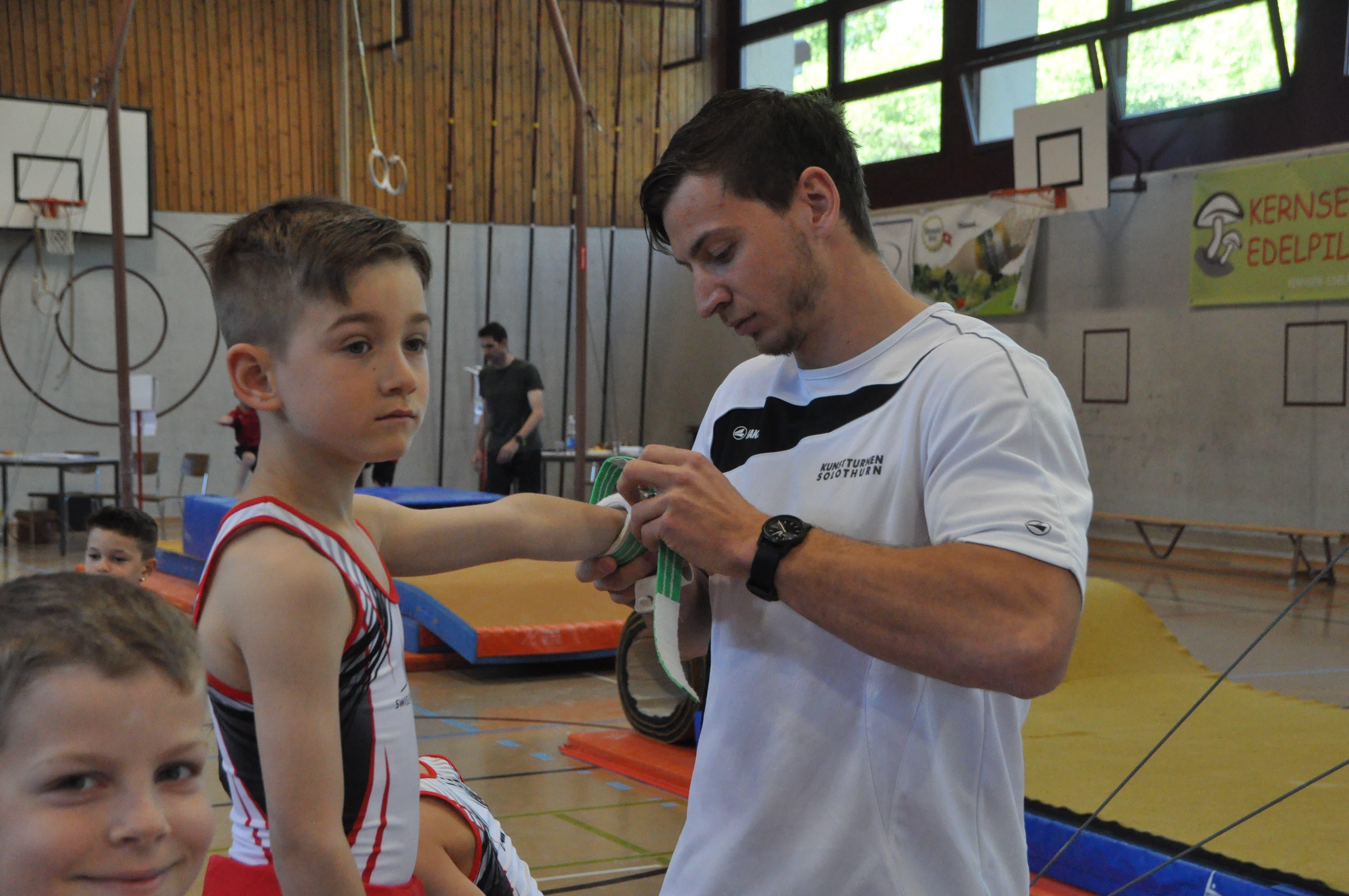 Philipp Jehle hilft seinem Schützling