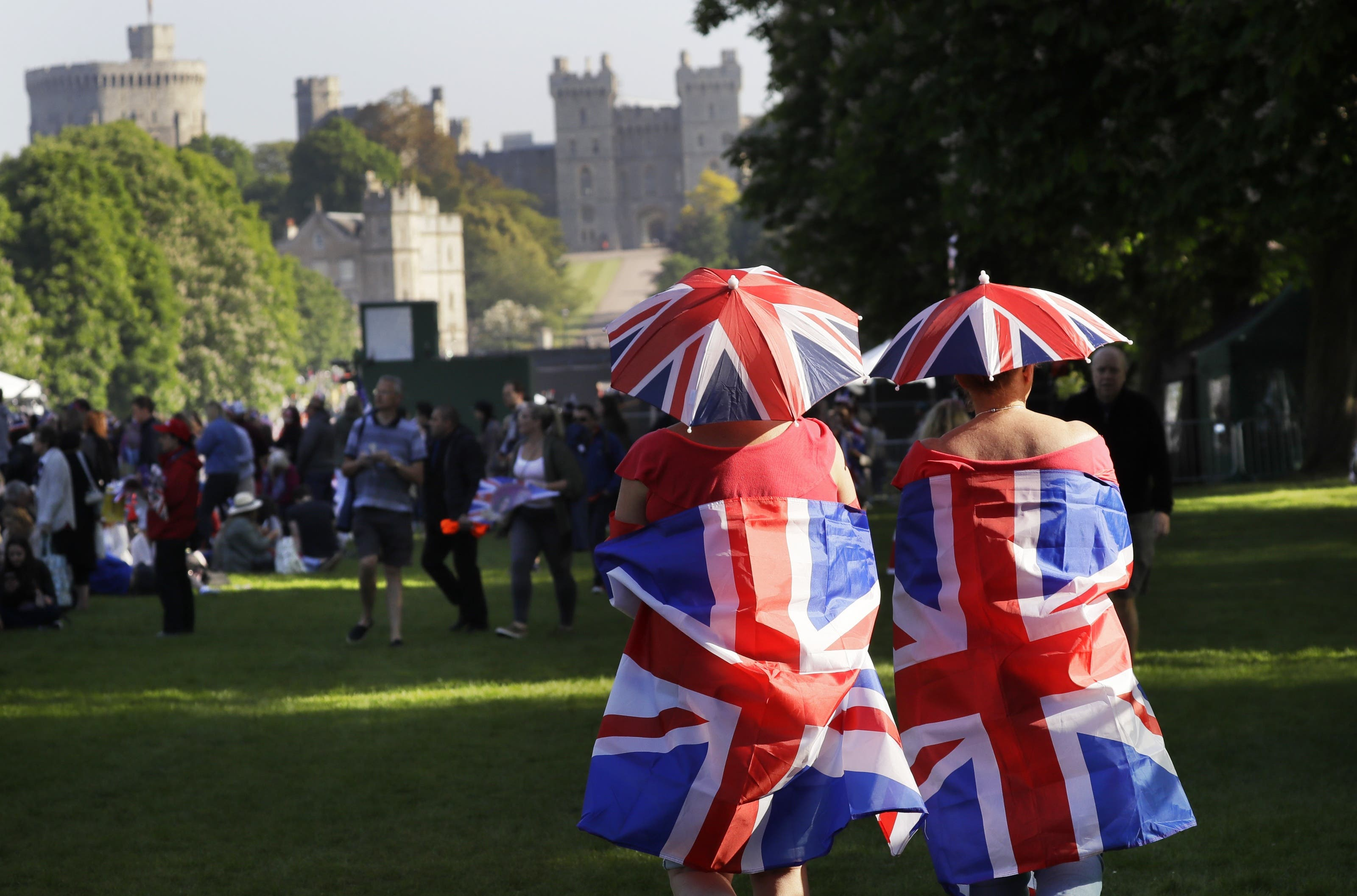 Schon am frühen Samstagmorgen haben sich tausende Royal-Fans in Windsor zur Hochzeit des Jahres versammelt.