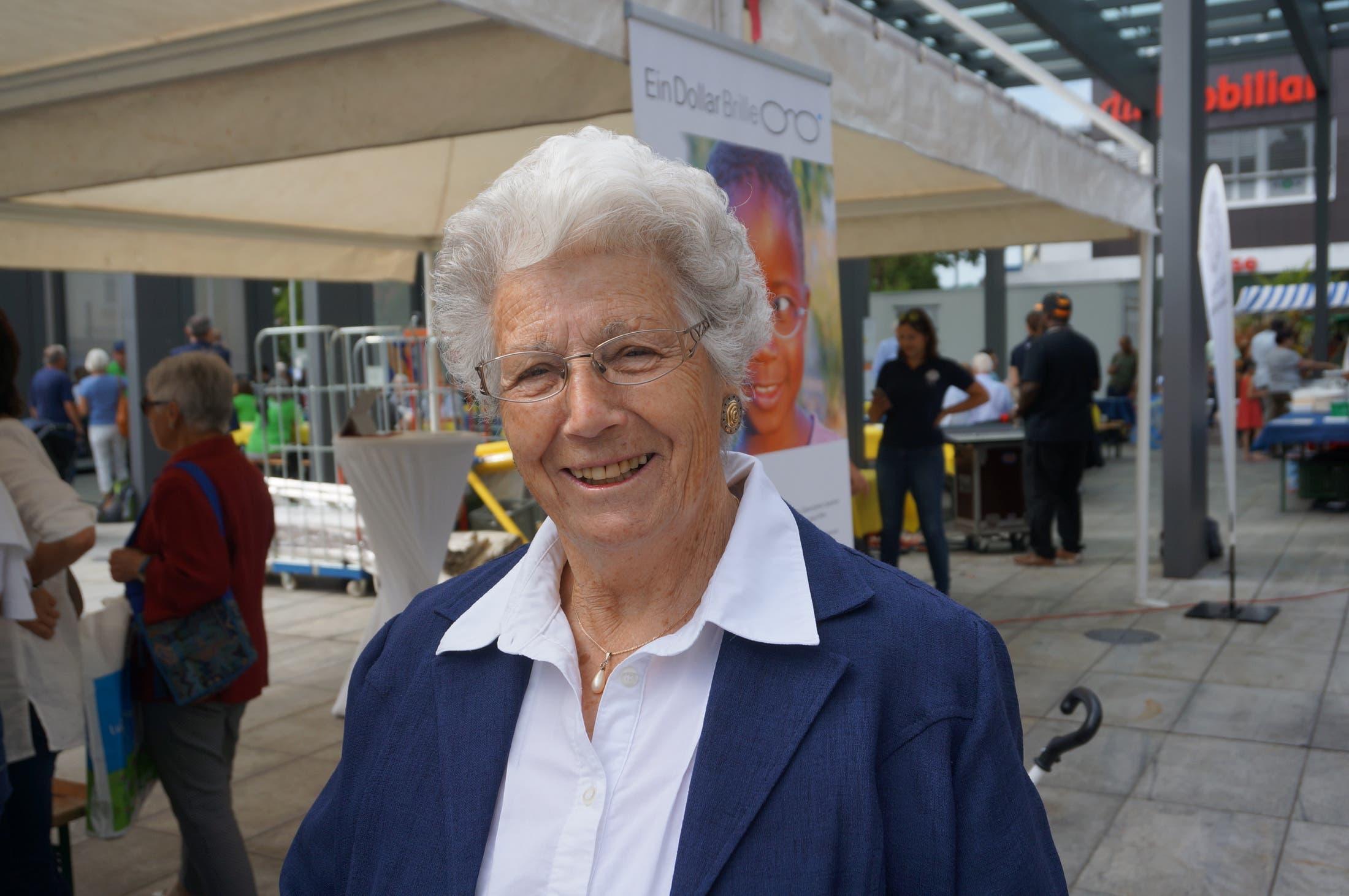 Christine Bollinger (80), Dietikon «Die Brille ist einfach praktisch und hilfreich. Modisch braucht sie nicht zu sein. Ich kenne den Lions Club Limmattal seit 10 Jahren und sehe, dass der Club viele gute Sachen macht.»