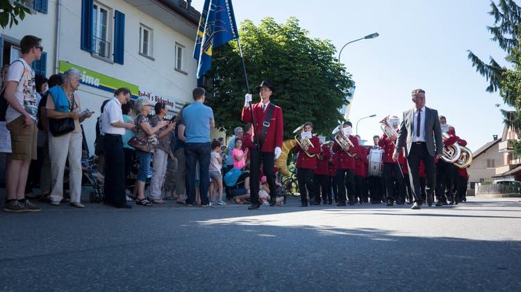 Aus Rücksicht auf Veteran: Musikverein rollt mit Traktor an der Parade