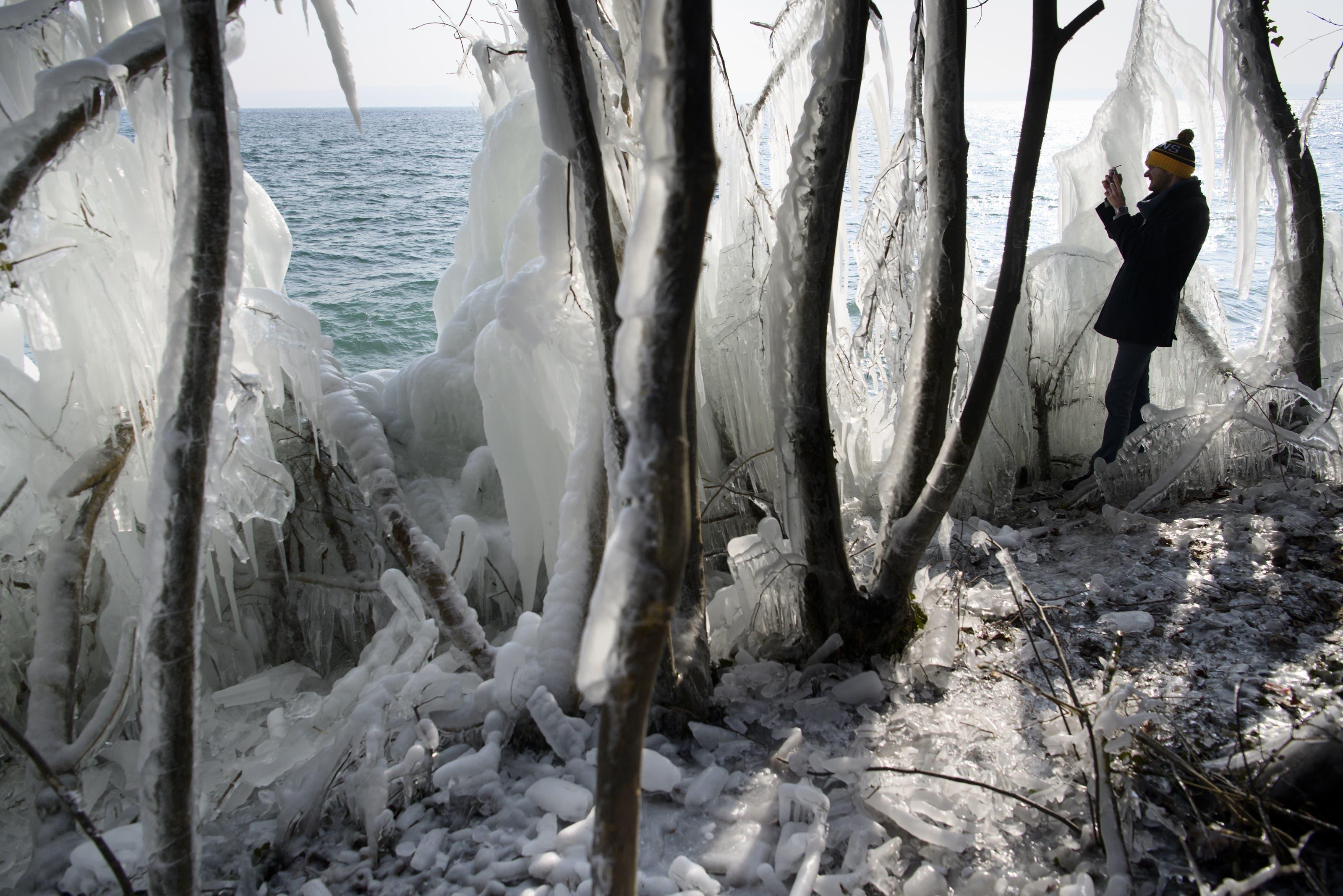 Eislandschaft am Neuenburgersee.