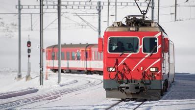Umfangreiche Bautätigkeiten sorgen dafür, dass ein Teil des Streckennetzes der Matterhorn-Gotthard-Bahn gesperrt werden muss. (Bild: Urs Flüeler/Keystone)