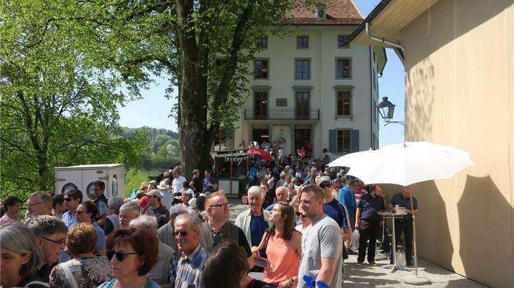 Das Schloss öffnet seine Türen – und die Besucher kommen in Scharen