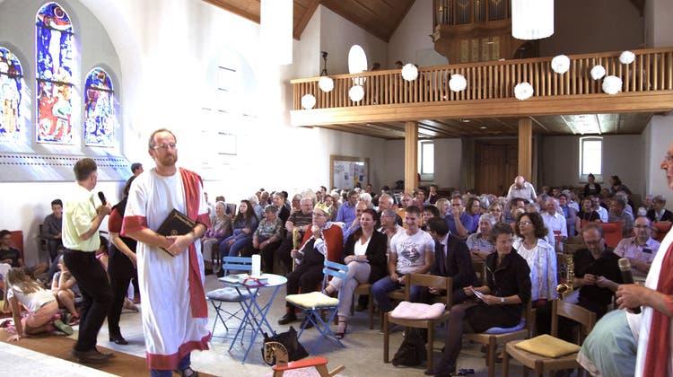 Sozialdiakonin Sandra Buser wurde feierlich ins Amt eingesetzt in einer verwandelten Kirche