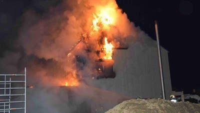 Schweissarbeiten auf dem Dach lösten Brand in Neubau aus