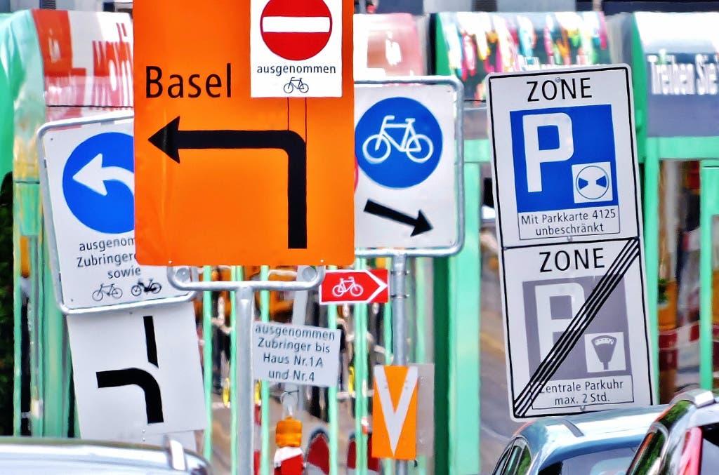 undefined Tafelsalat : Hier in Riehen kommt wohl mancher Verkehrsteilnehmer ins Schwitzen ...