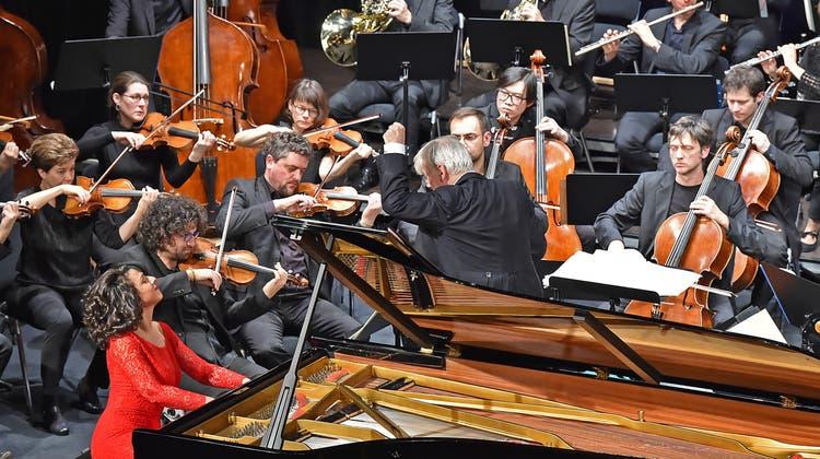 Temperamentvoll und Sinnlich: Starpianistin begeistert im Stadttheater