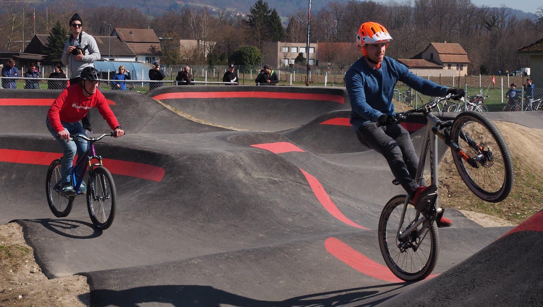 Ab aufs Bike: Der Pumptrack Wasserschloss ist offiziell eröffnet